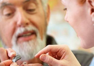 老人选择助听器误区